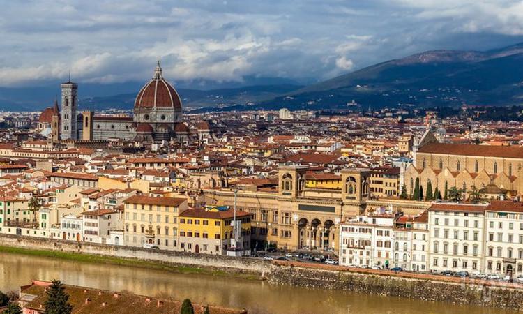 Великолепный вид, который открывается с площади Микеланджело