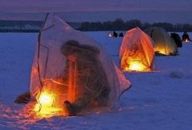 Зимой ночью также ловят на безмотыльную мормышку.
