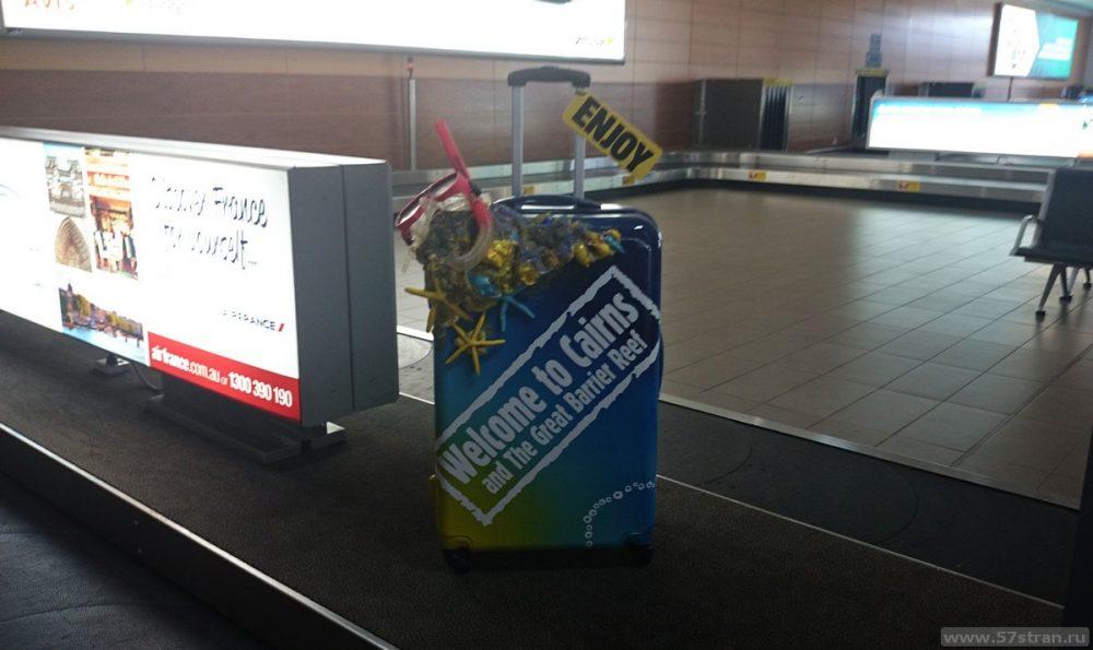 """Знак """"Добро пожаловать в Кэрнс Австралия"""" в аэропорту"""
