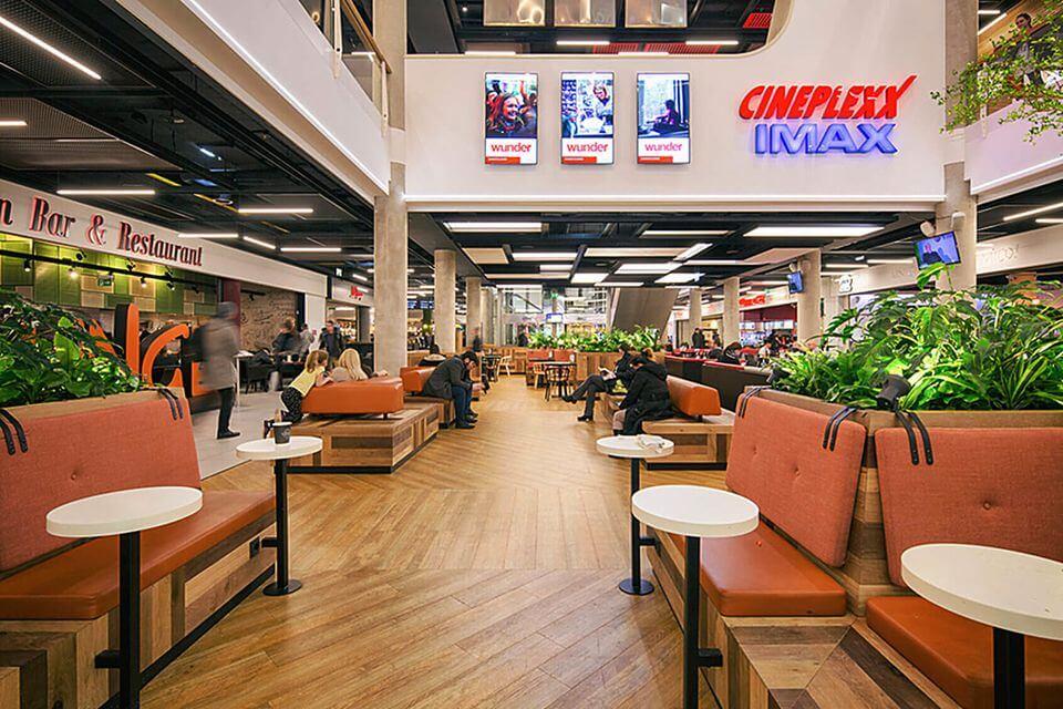 Можно перекусить в одном из кафе РЦ Donau Plex