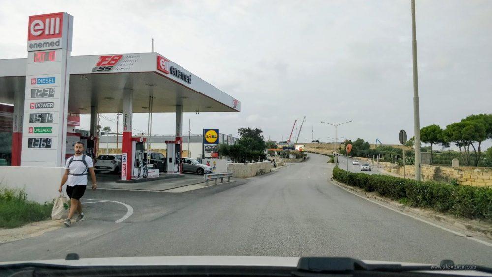 Одна из заправок на Мальте