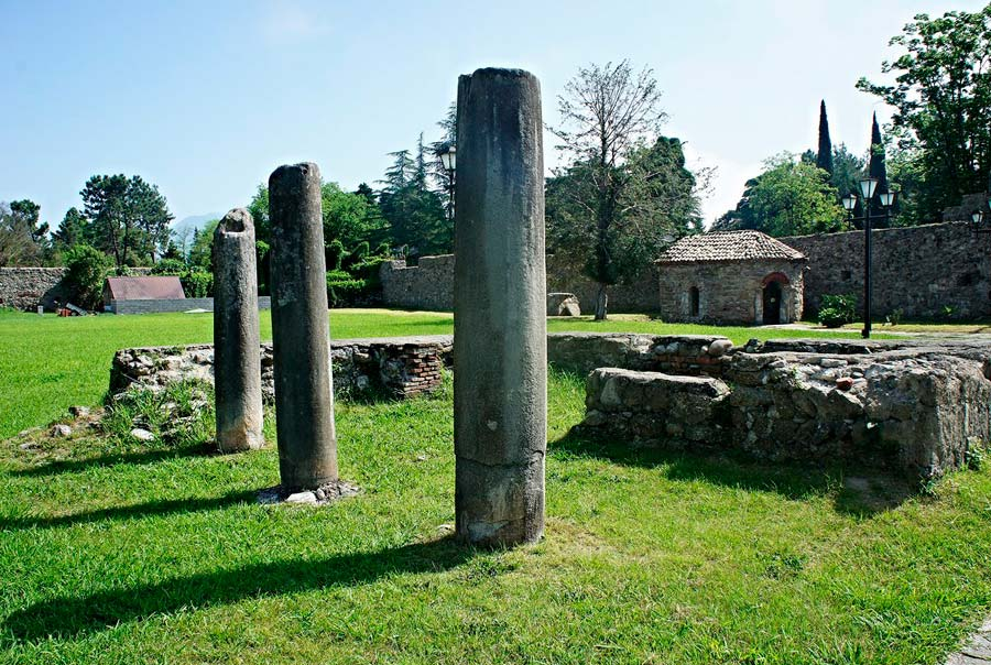 Развалины Питиунта в Пицунде