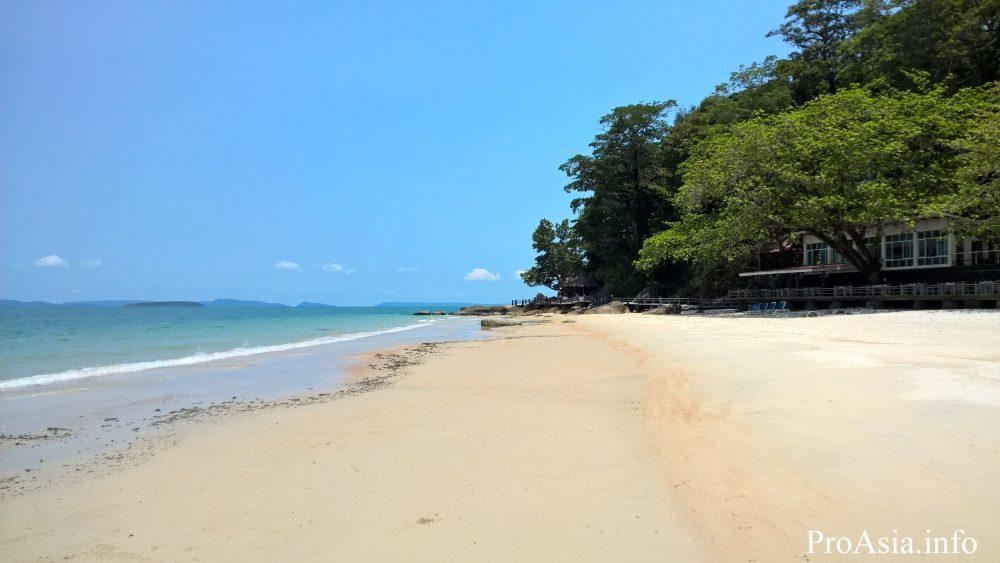 Пляж в Сиануквиле в апреле