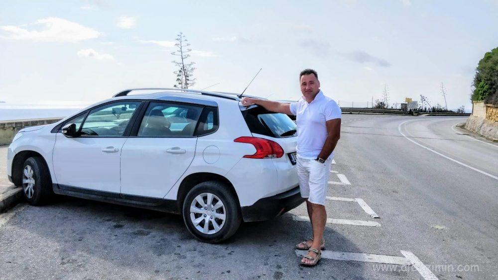 Алексей Зимин и арендованный авто на Мальте