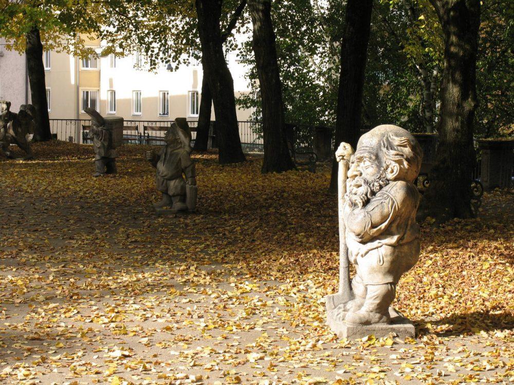 Аллея карликов и Дворец Мирабель в Зальцбурге