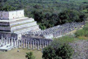 Храм Воинов и «Группа тысячи колон»