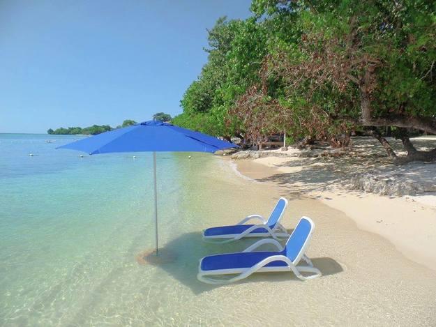 Гедонизм - нудистский пляж на Ямайке