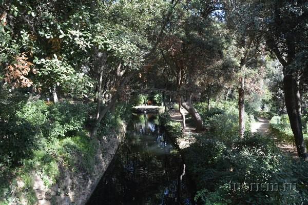 Романтический канал, парк Лабиринт Орта, Барселона