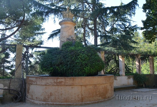 Парк Лабиринт Крылатая собака, Барселона