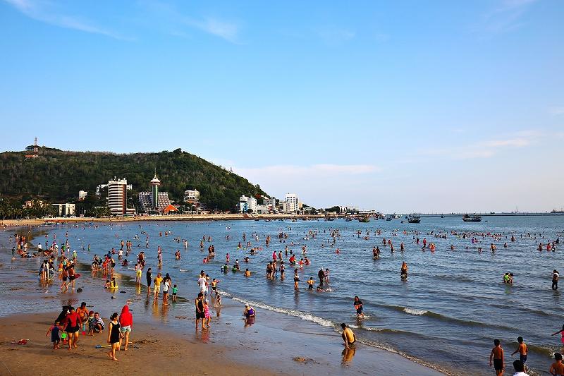Городской пляж Передний
