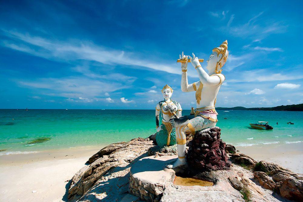 Статуя русалки и принца на острове Самет