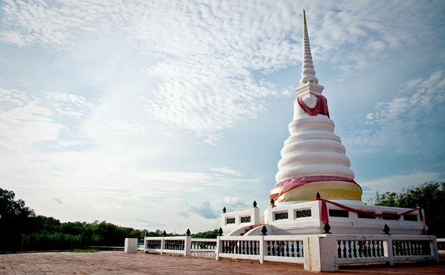 Phra_chedi_klang_naam