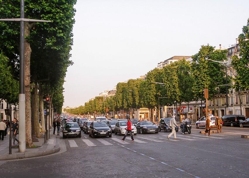 Проспект Елисейские поля в Париже