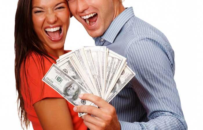 веселая пара с деньгами