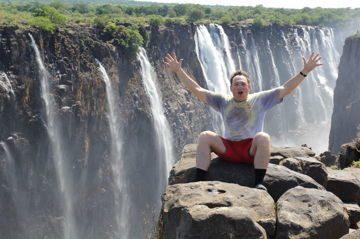 Алексей Котельников на фоне водопада Виктория. На границе двух стран - Замбии и Зимбабве. Южная Африка