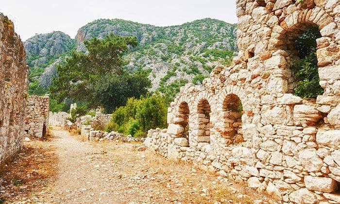 Руины городской стены в Трое II