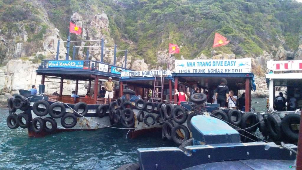 Корабли для плавания возле Нячанга