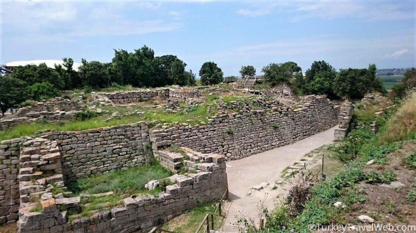 Крепостные стены Трои